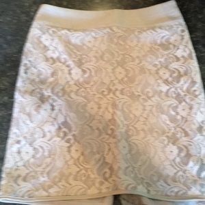 Limited lace skirt